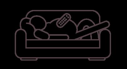 En person ligger i soffan med en fjärrkontroll på magen.